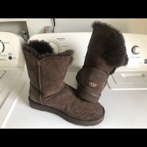 Great UGG Australia Bailey Button Boots Size 8